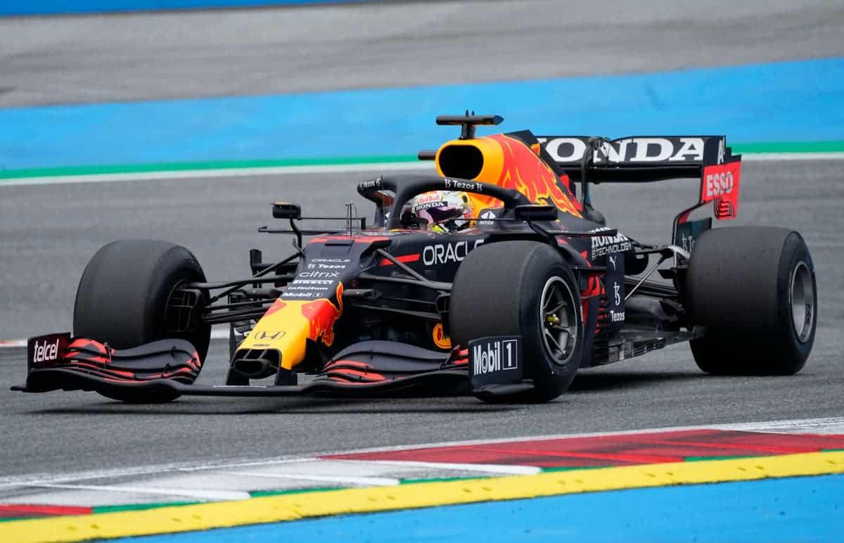 Max Verstappen again dominates the race!